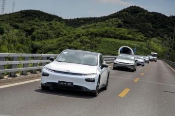 试驾小鹏P7四驱高性能车型加快推背感显着