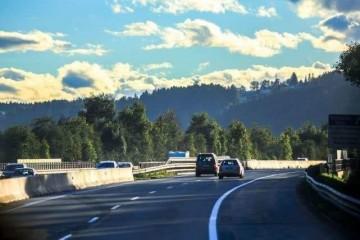 榜首辆车挑选SUV仍是轿车出售跑趟高速就知道了